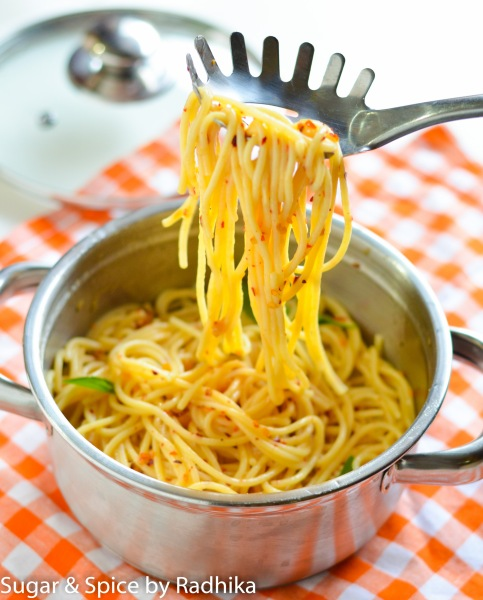 Spaghetti with Garlic, Olive Oil and Chili Flakes